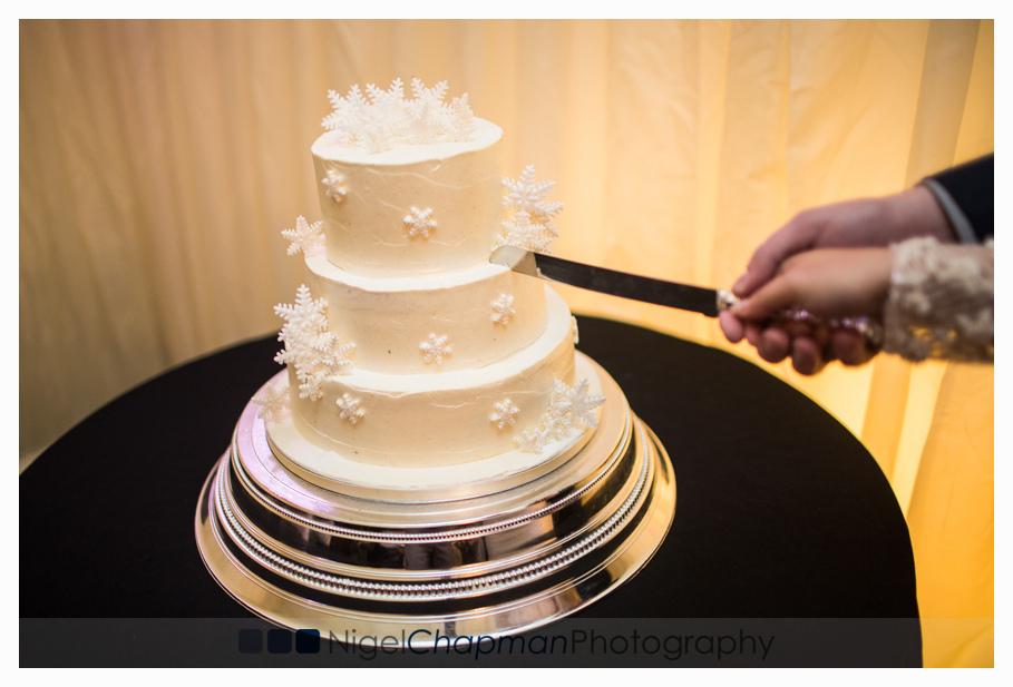 Buckinghamshire Wedding Photography At Beaconsfield Registry Office & The Saracens Head – Michelle & Darren 28 December 2014