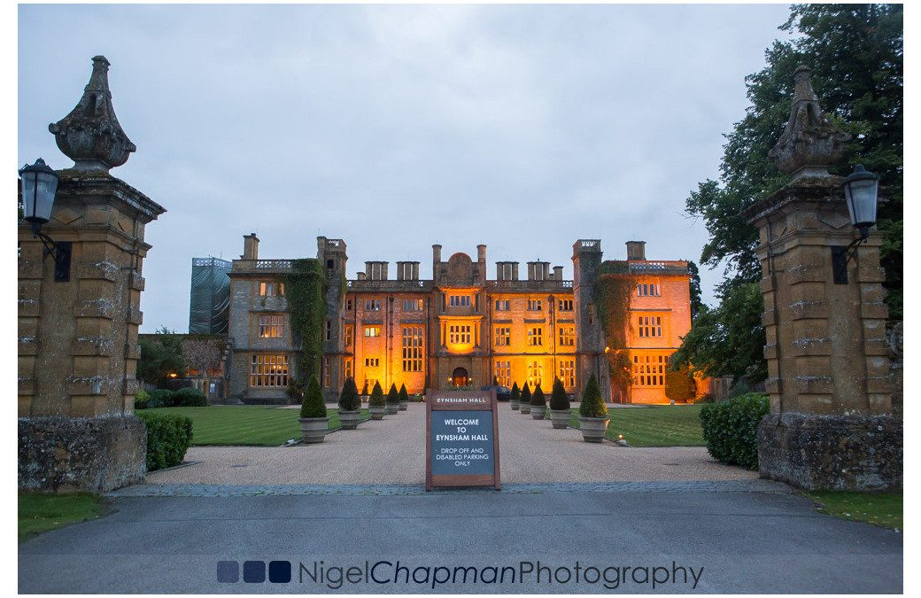 Oxfordshire Wedding Photography At Eynsham Hall – Jess & Mark 21 August 2015